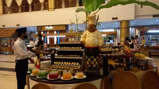 Hotel Grand Elite Ajak Wartawan Cicipi 100 Menu di Dapoer Kampoeng Ramadan